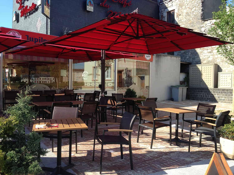 parasol-excentre-lusso-rouge-terrasse-de-brasserie